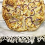 Pizza mal anders: Zwiebel-Gorgonzola-Pizza
