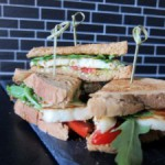 Quadratisch, vegetarisch, gut: Avocado-Halloumi-Sandwich