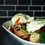 Brot & Spiele: Pilz-Sandwich mit pochiertem Ei
