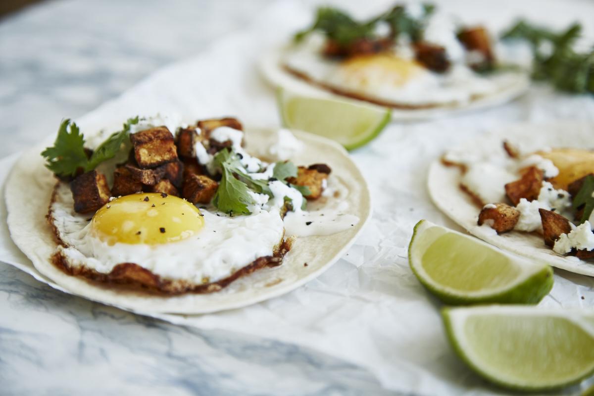 Tacos mit Süßkartoffeln & Spiegeleier