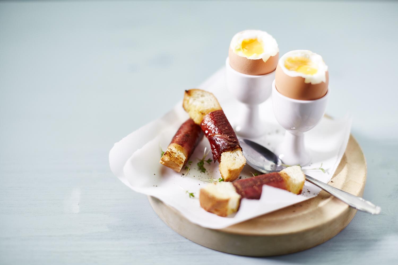 Eier mit Speck-Sticks