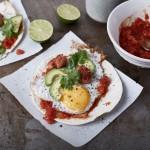 Salsiccia-Tacos mit scharfer Tomatensalsa