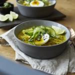 Curry-Suppe mit Hühnchen und Glasnudeln