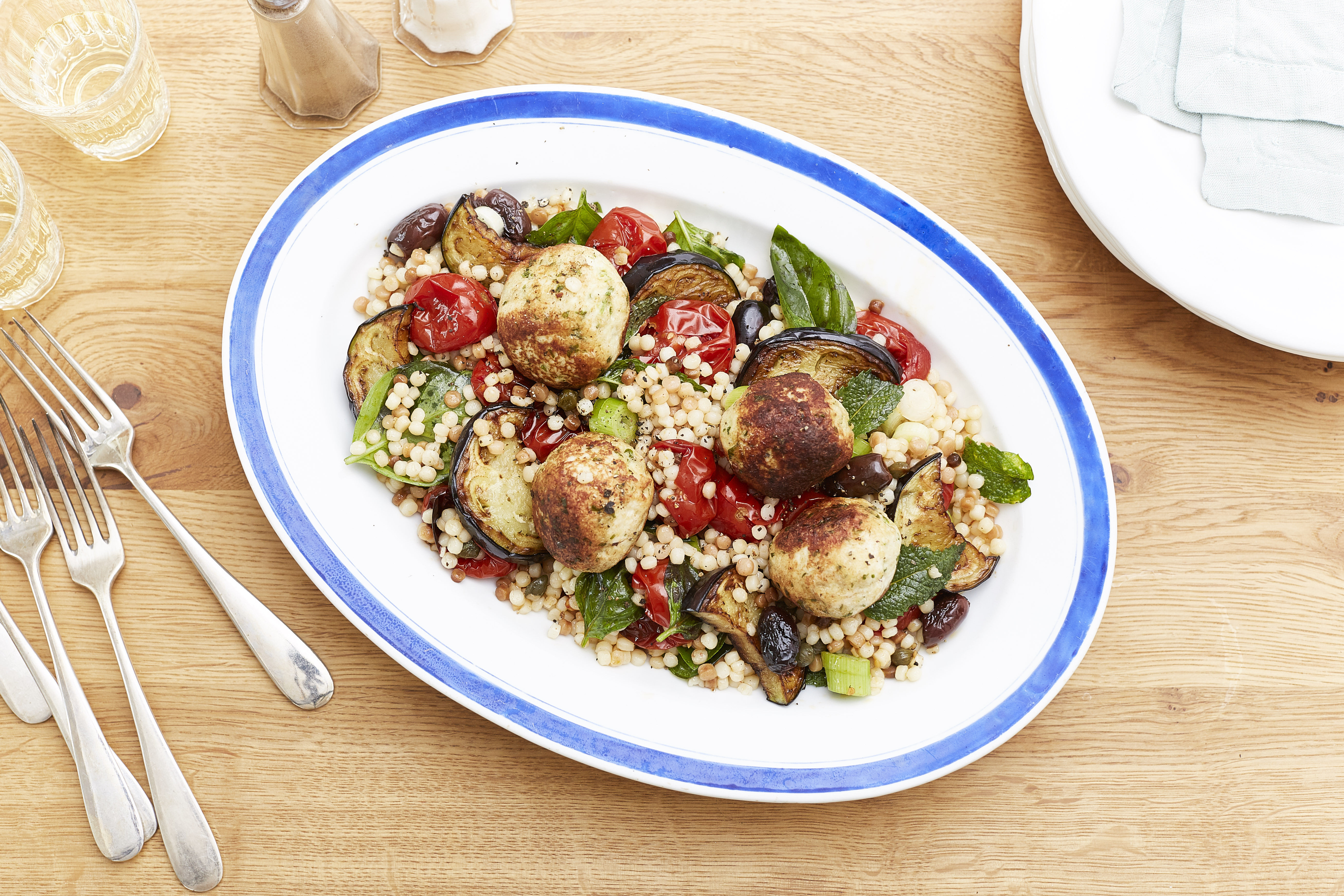 Fregola-Salat mit Hühnchen-Polpette