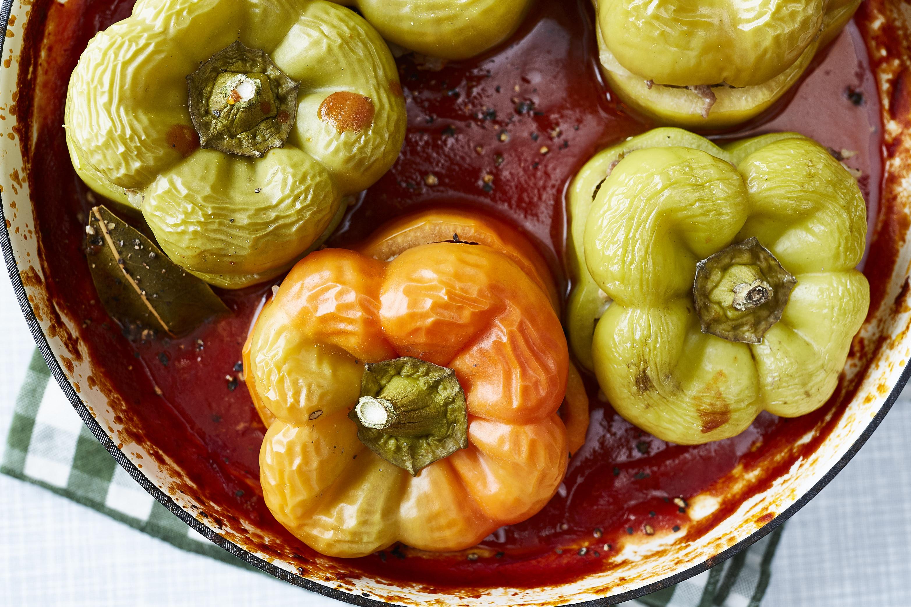 Gefüllte Paprika in Tomatensauce