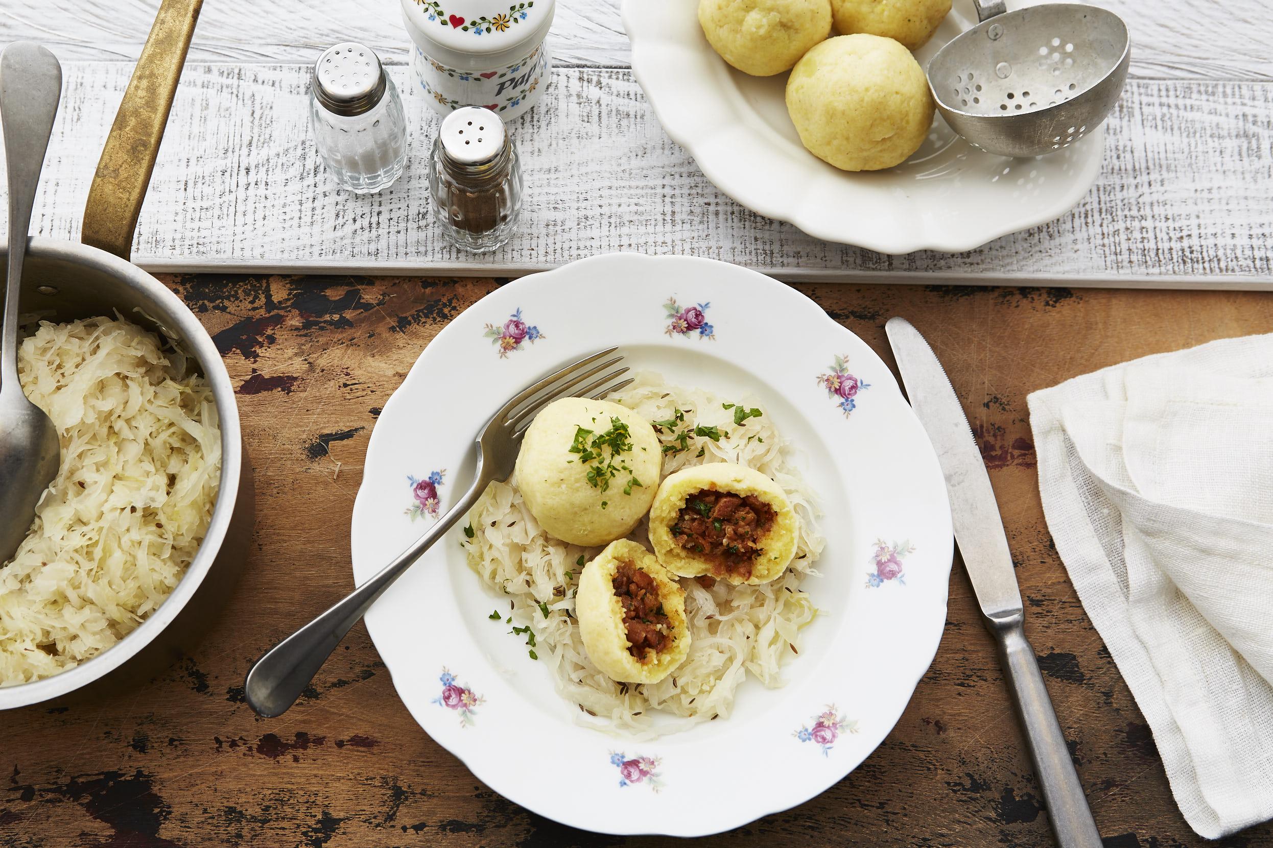 Grammelknödel mit Sauerkraut