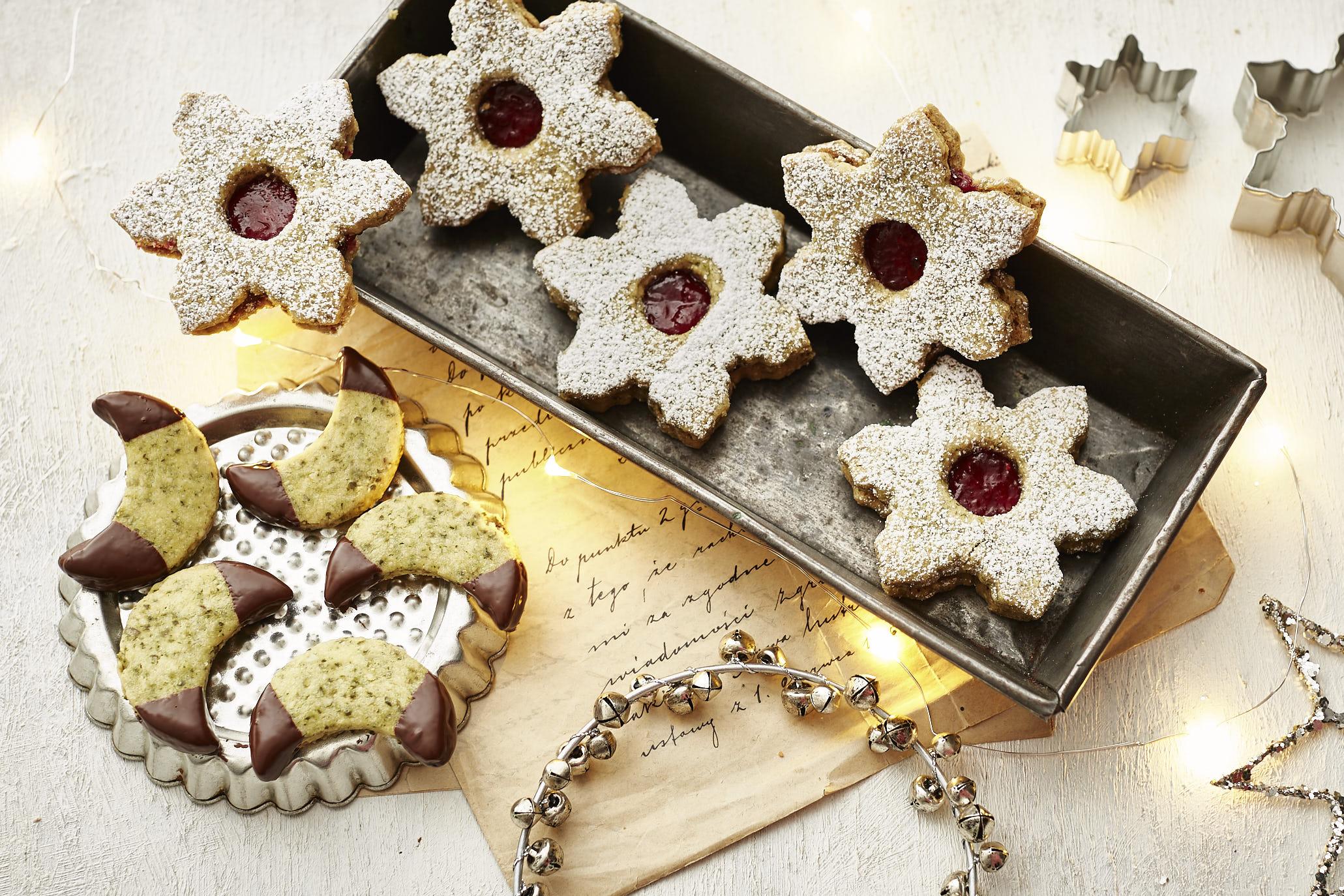 Zweierlei Kürbiskern-Kekse: Kürbiskern-Sterne und Matcha-Kürbiskern-Monde