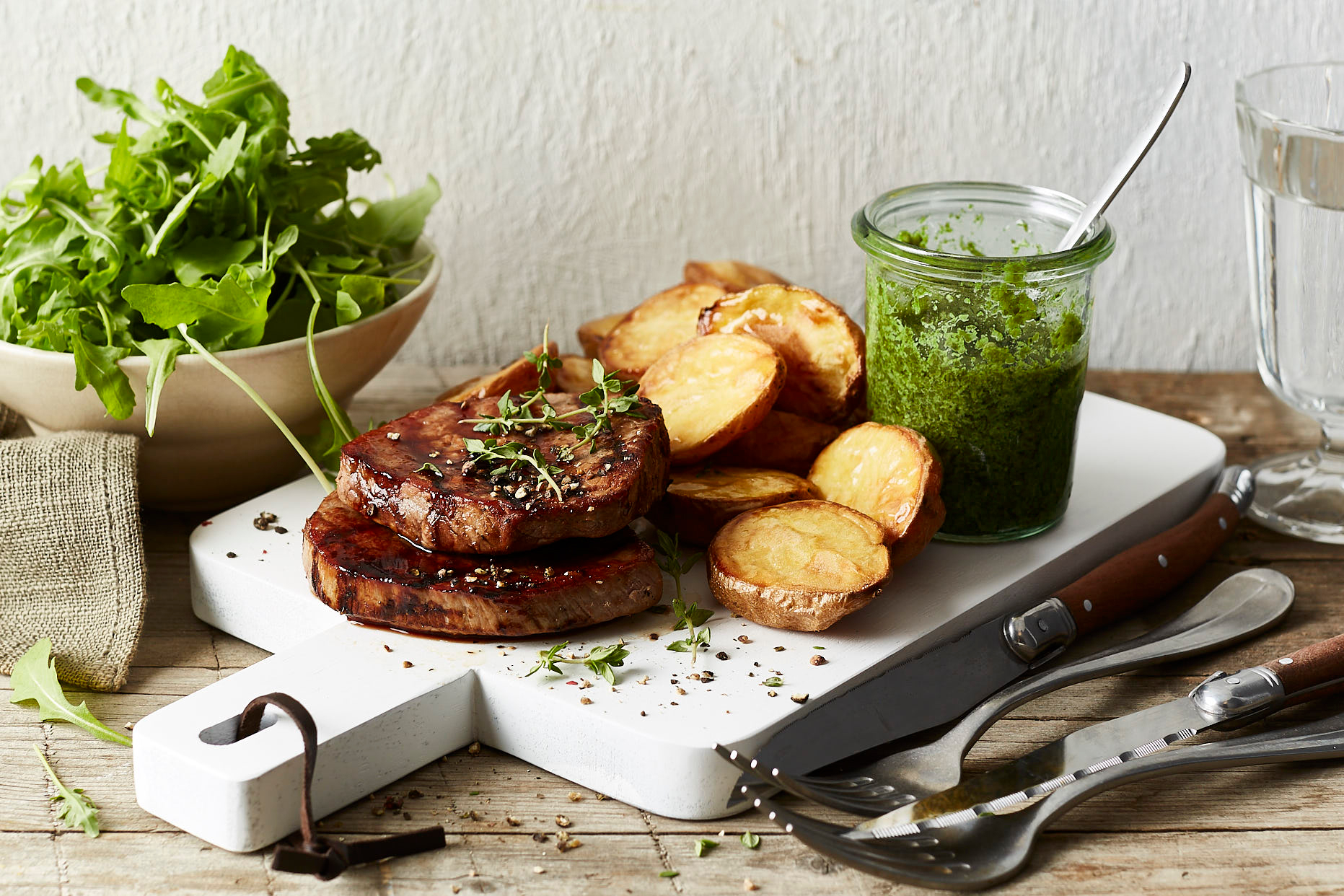 einfach-lecker-minutensteaks-ofenkartoffeln-salsa-verde-