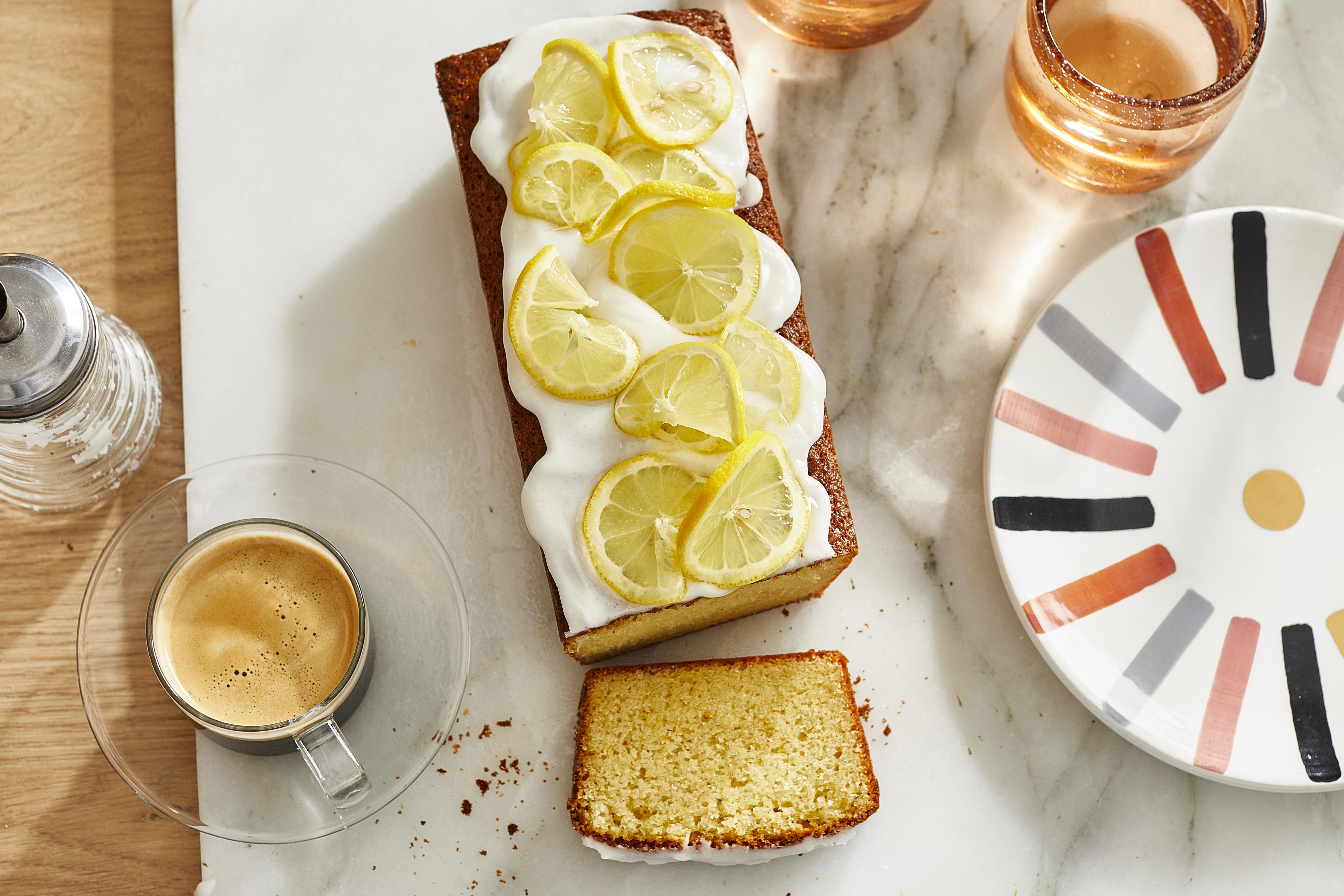 Zitronenkuchen mit zitroniger Zuckerglasur