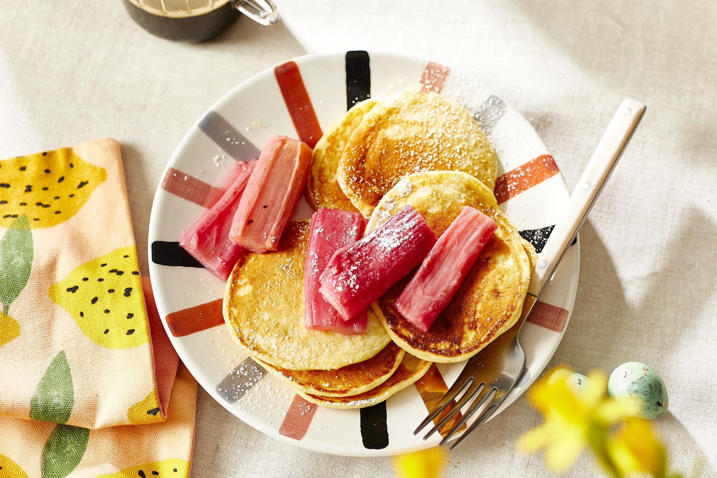 Buttermilch Pancakes mit ofengeröstetem Rhabarber