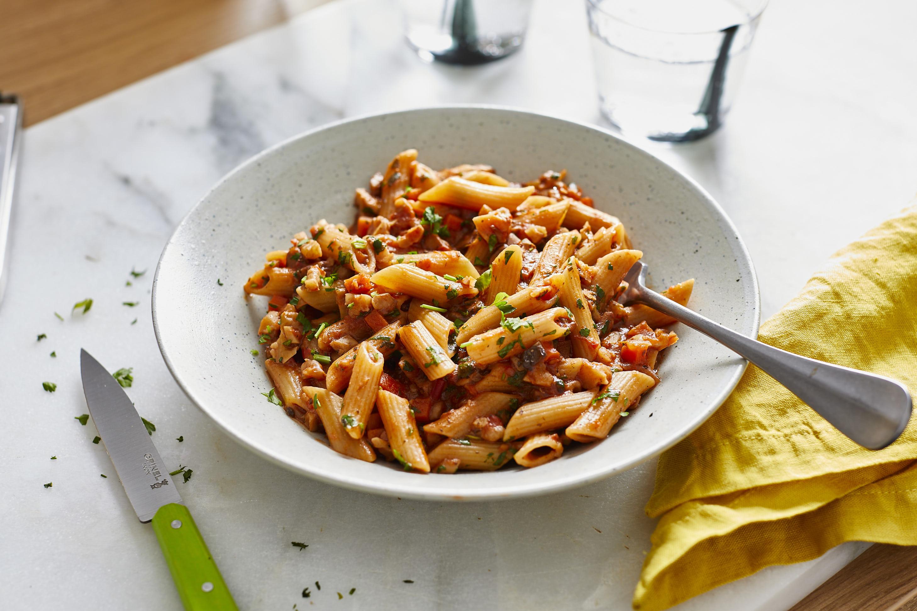 Vegane Bolognese mit Champignons und Walnüssen