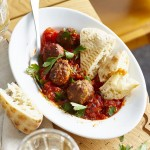 Halloumi-Lammbällchen mit süß-scharfer Harissa-Tomatensauce
