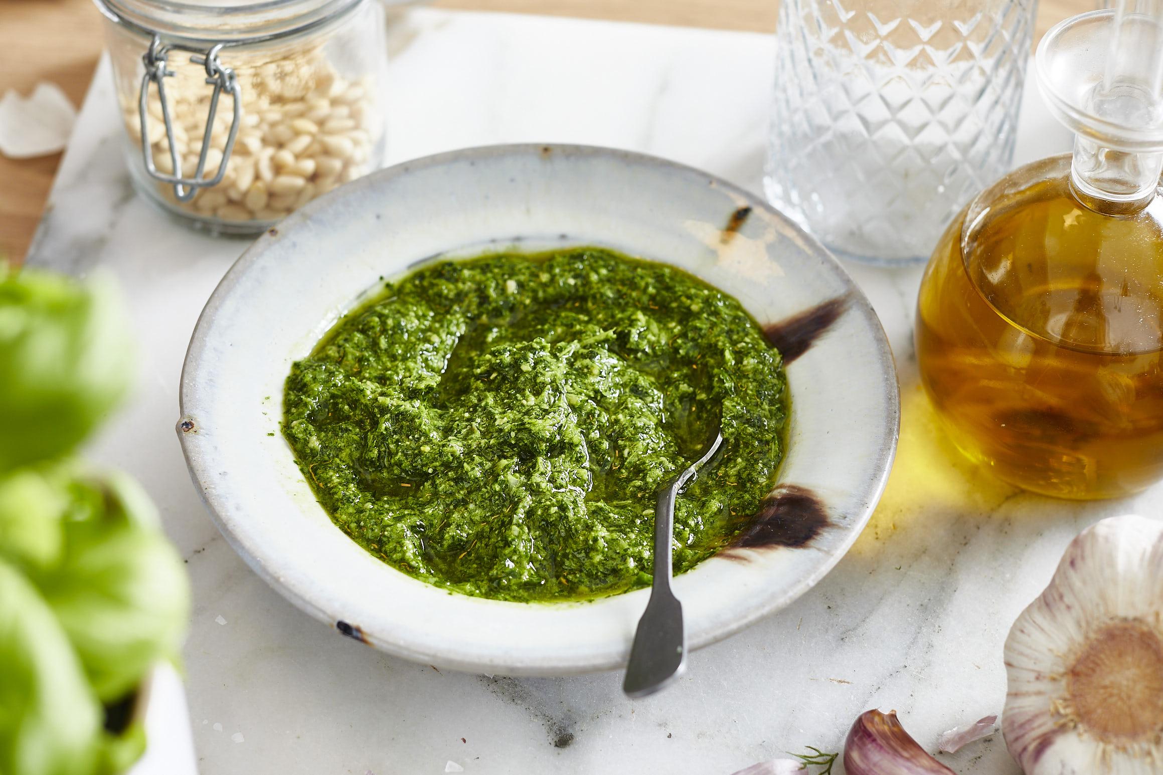 Kräuter-reste-küchen-kräuterpaste-pesto-